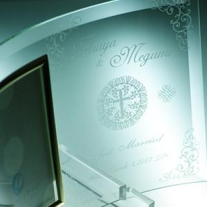 結婚祝い・結婚記念に、高級感のあるガラスフォトフレーム