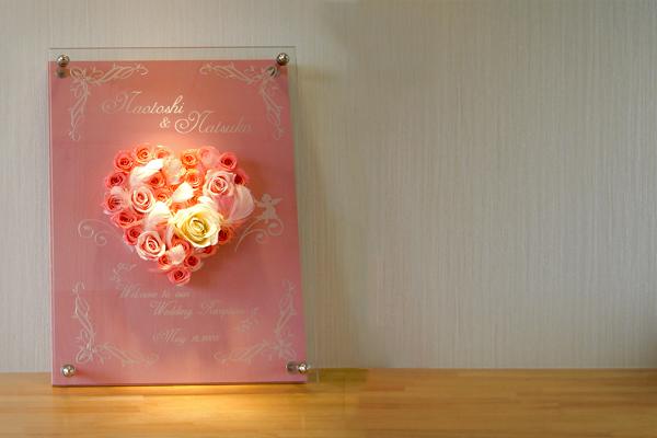 ピンクの薔薇を敷き詰めたウェルカムボード